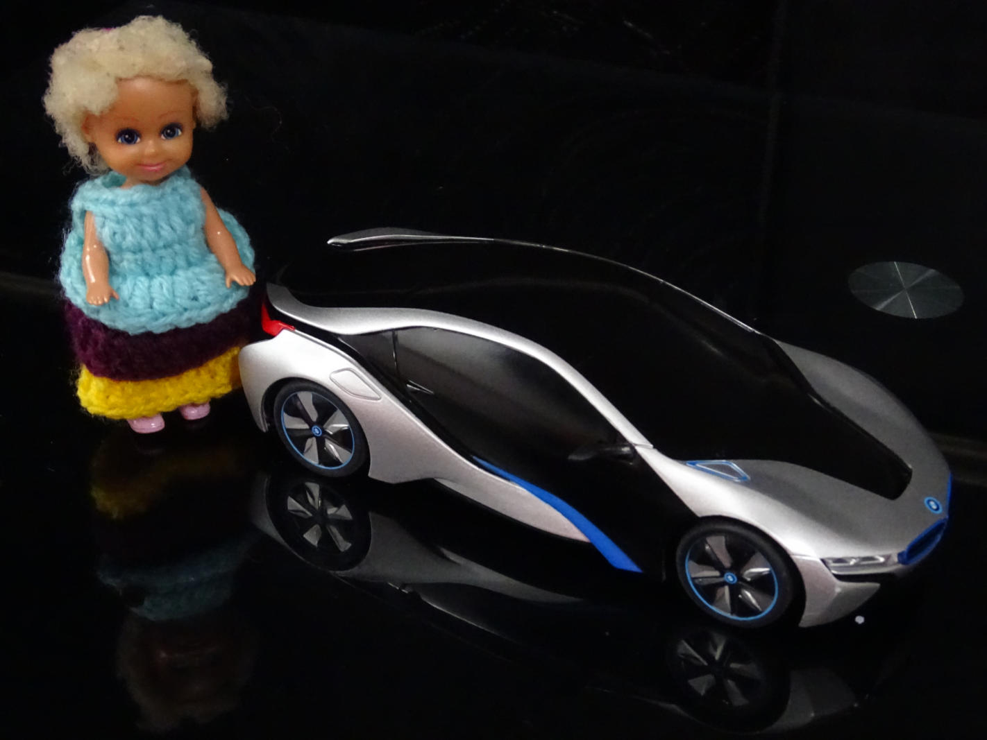 Photoshoot-a-doll-friend-posing-with-her-car